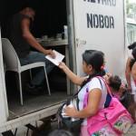 alvaro noboa regala medicinas a los pobres